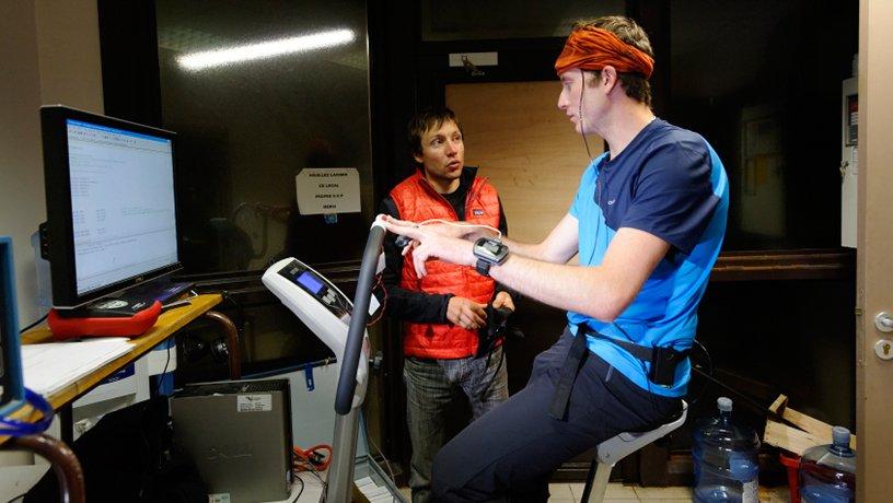 """réalisation de la """"tâche cognitive"""" au repos puis en activité, en pédalant sur un vélo"""