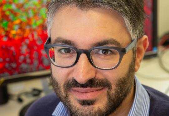 Portrait Giorgio Seano, chef de l'équipe laboratoire microenvironnement tumoral. © Pedro Lombardi / Institut Curie