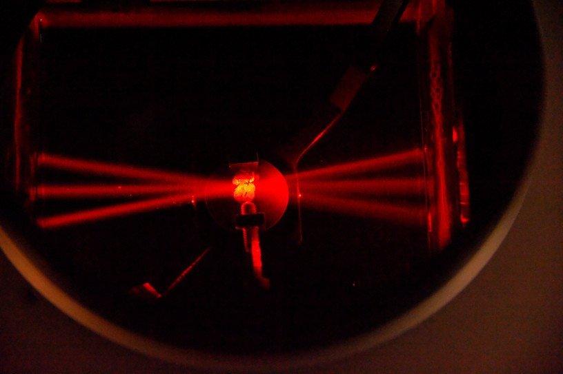 Laser rouge © Inserm/Guénet, François