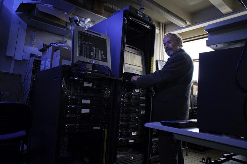 Georgios Gropetis, responsable du centre de calcul de l'UMRS 707 © Inserm/P. Latron